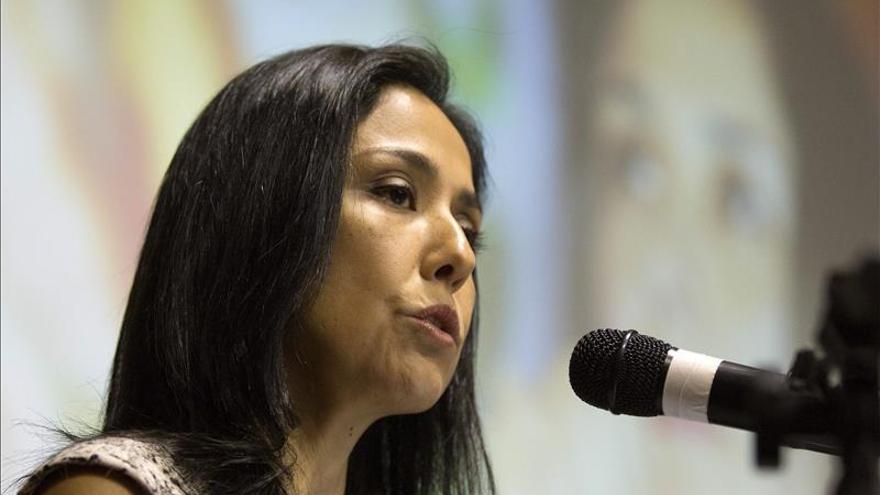 Primera dama de Perú guarda silencio en Congreso y solo declarará en Fiscalía
