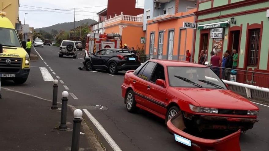 Los coches accidentados en El Llanito este sábado.