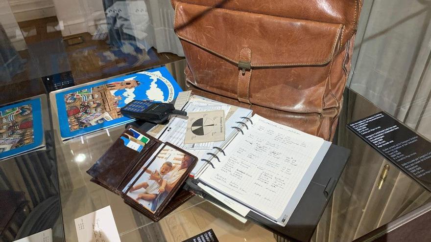 Una bala y el maletín que lleva Ordóñez el día de su asesinato