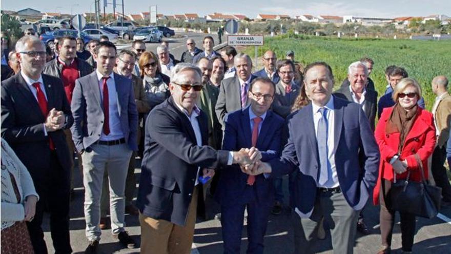 Gallardo Badajoz inauguracion carretera Zalamea