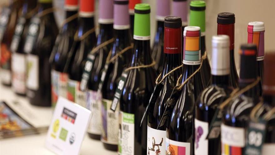 El salón que organiza la Guía Peñín en Tenerife, con una selección de los mejores vinos españoles, se inauguró este lunes