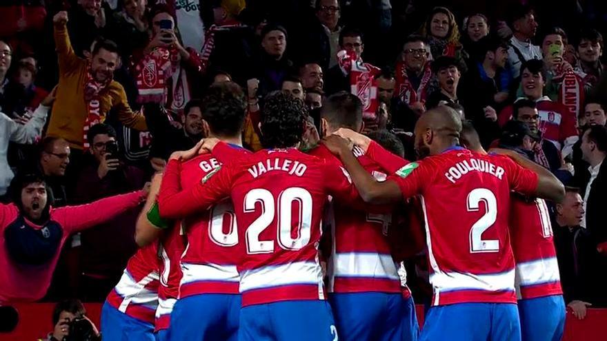 El Granada celebra uno de sus dos goles ante el Valencia