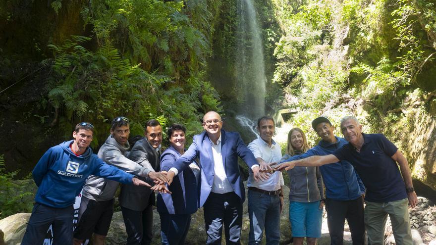 Acto de presentación en la Cascada de Los Tilos.