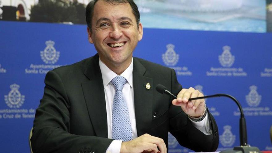 El alcalde de Santa Cruz de Tenerife, José Manuel Bermúdez, presentó el proyecto de presupuesto para 2016 / Cristóbal García/EFE