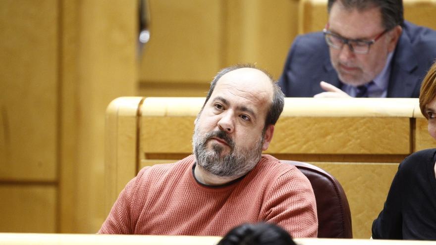 El senador Óscar Guardingo en uno de los plenos de la Cámara Alta