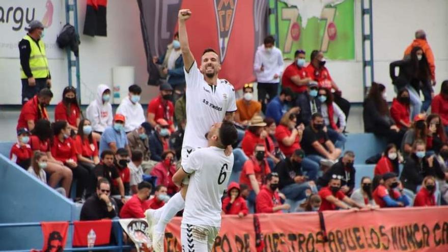 Dani López celebra su gol al Mensajero