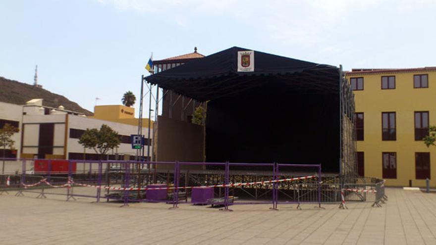 Foto de archivo: escenario de unas Fiestas del Cristo en la plaza de igual nombre, en La Laguna
