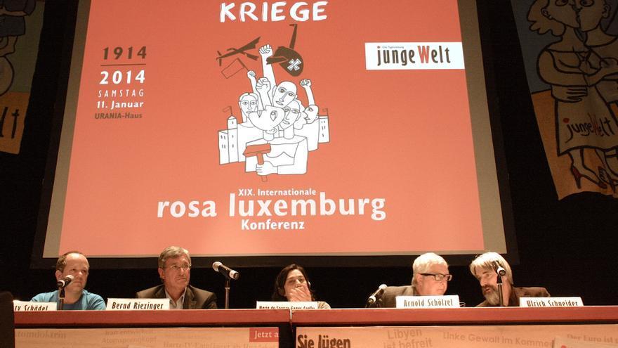 Podio de la Conferencia Rosa Luxemburgo, de izq. a drcha: M. Schädel, B. Riexinger, M. do S. G. Coelho, A. Schölzel, U. Schneider