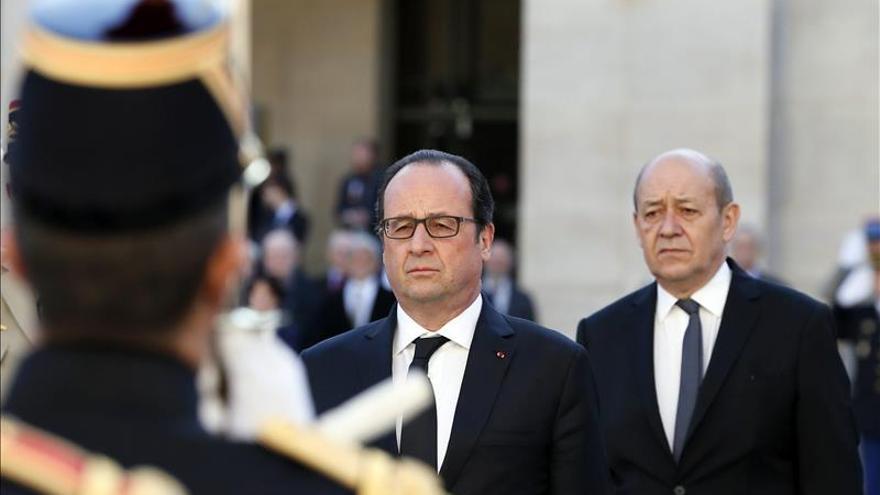 """Francia promete contundencia si sus soldados han """"manchado la bandera"""" en RCA"""
