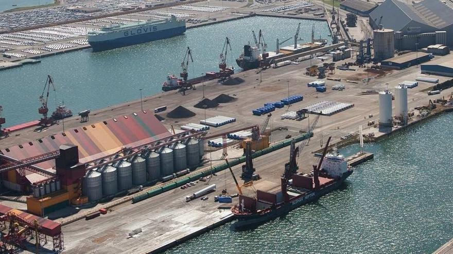 El Puerto de Santander supera los 2'5 millones de toneladas durante el primer semestre