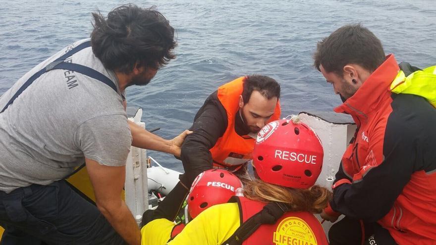 Sami, refugiado sirio rescatado por Pro Activa Open Arms. Foto: Twitter/Pro Activa Open Arms.