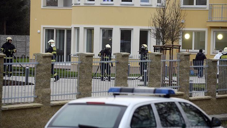 La policía checa halló doce armas ilegales en la casa del embajador palestino