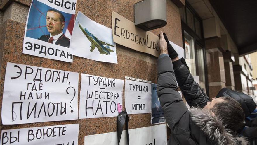 """Rusia sospecha que el derribo de su bombardero por Turquía fue """"premeditado"""""""