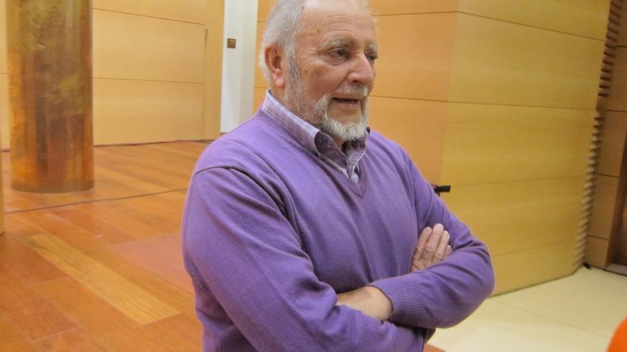 Julio Anguita apoya un manifiesto que pide la confluencia de Podemos, IU, Ganemos y Equo para las municipales