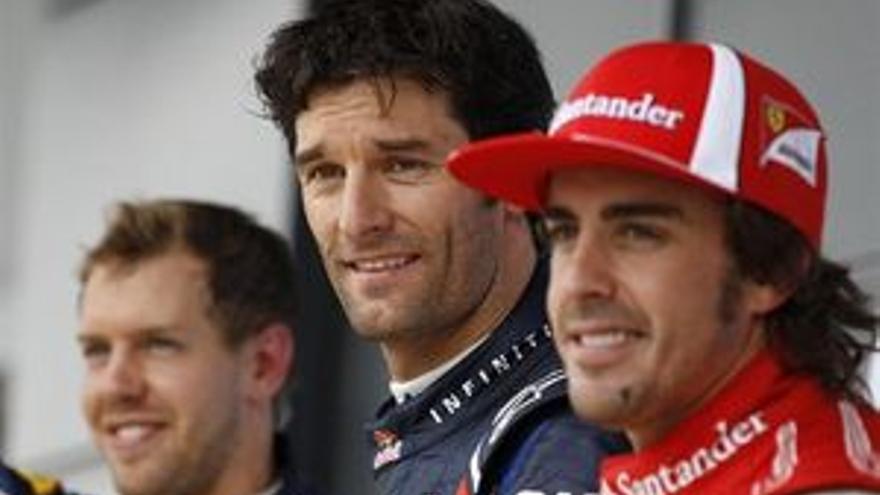 Fernando Alonso, junto a Mark Webber y Sebastian Vettel. (EP)