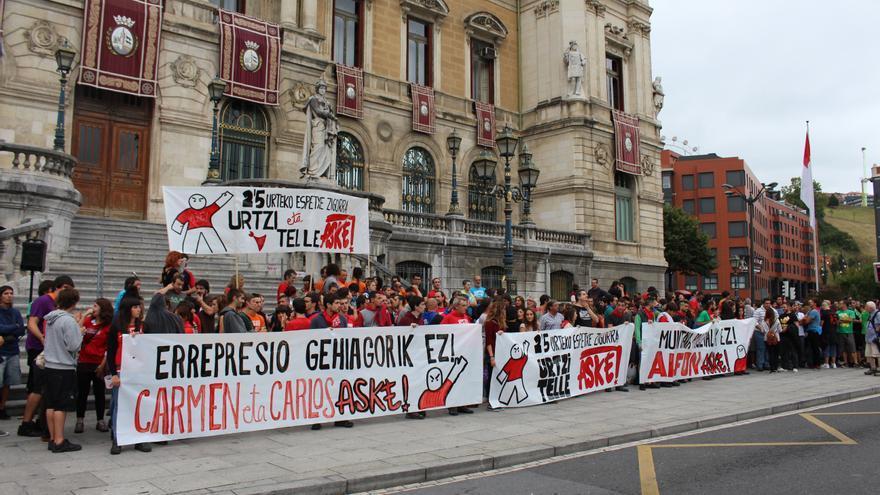 Concentración convocada por Grebalariak aske! en repulsa a las condenas contra Jon Telletxea y Urtzi Martínez en Bilbao.
