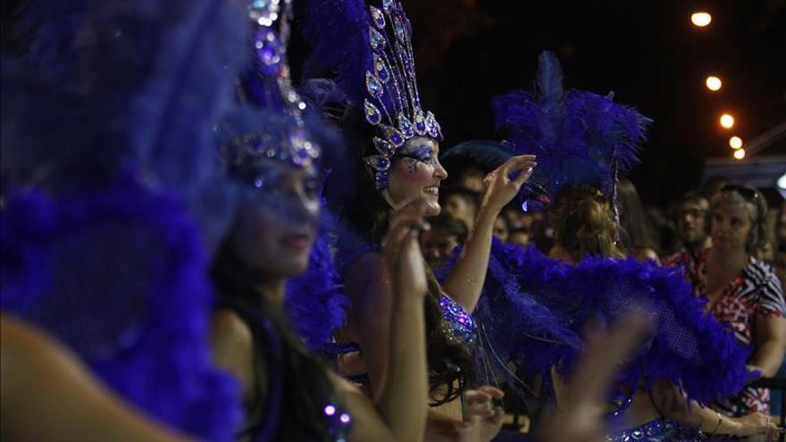 El carnaval uruguayo alcanza su clímax con el popular desfile de Llamadas