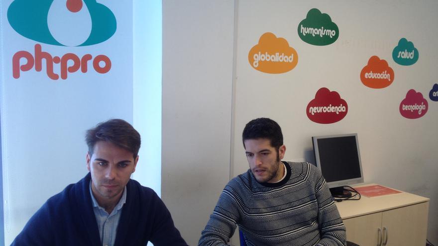 Diego Gómez -izquierda- y Salvador Dorado en la sede de PH-Pro en Huelva.