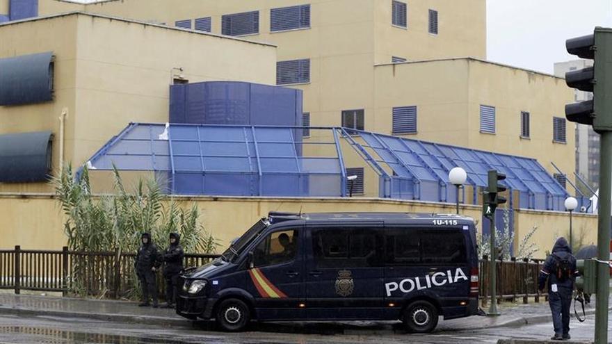 Trece inmigrantes se fugan del centro de extranjeros de Aluche (Madrid)