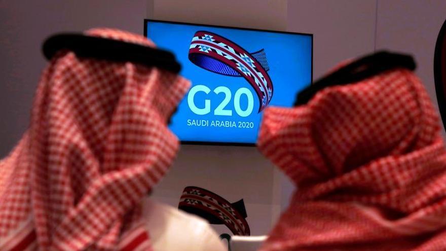 """Los ministros de Salud del G20 celebraron este domingo una reunión virtual para analizar el impacto de la pandemia de coronavirus, que ha evidenciado la """"debilidad de los sistemas sanitarios""""."""