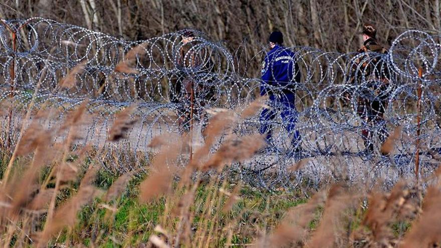 Hungría comienza a levantar una valla antimigratoria de alta tecnología