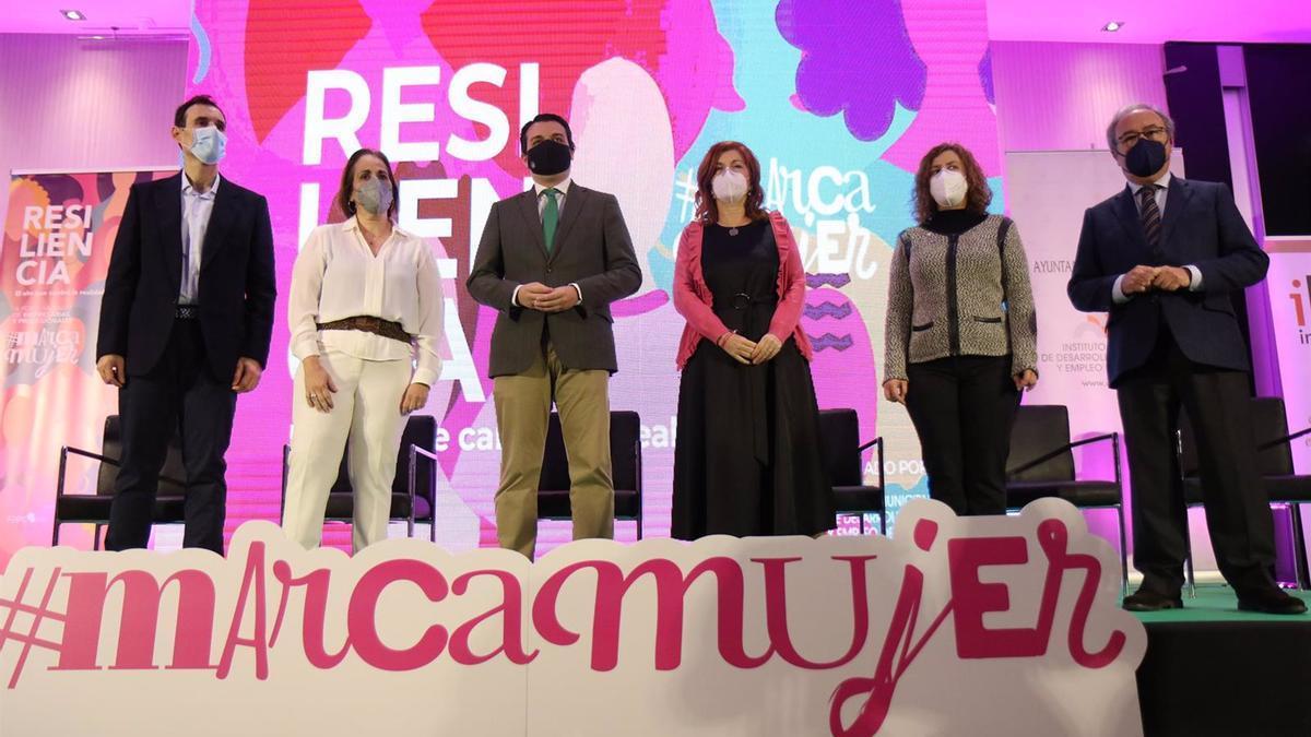 Autoridades en la inauguración del IV Foro Andaluz de Empresarias y Profesionales Marca Mujer.