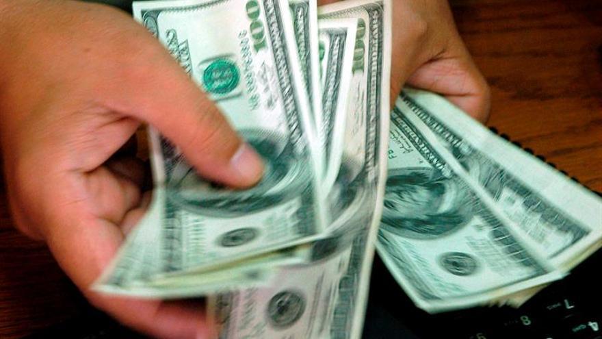 Argentina coloca letras y bonos del tesoro por 204 millones de dólares
