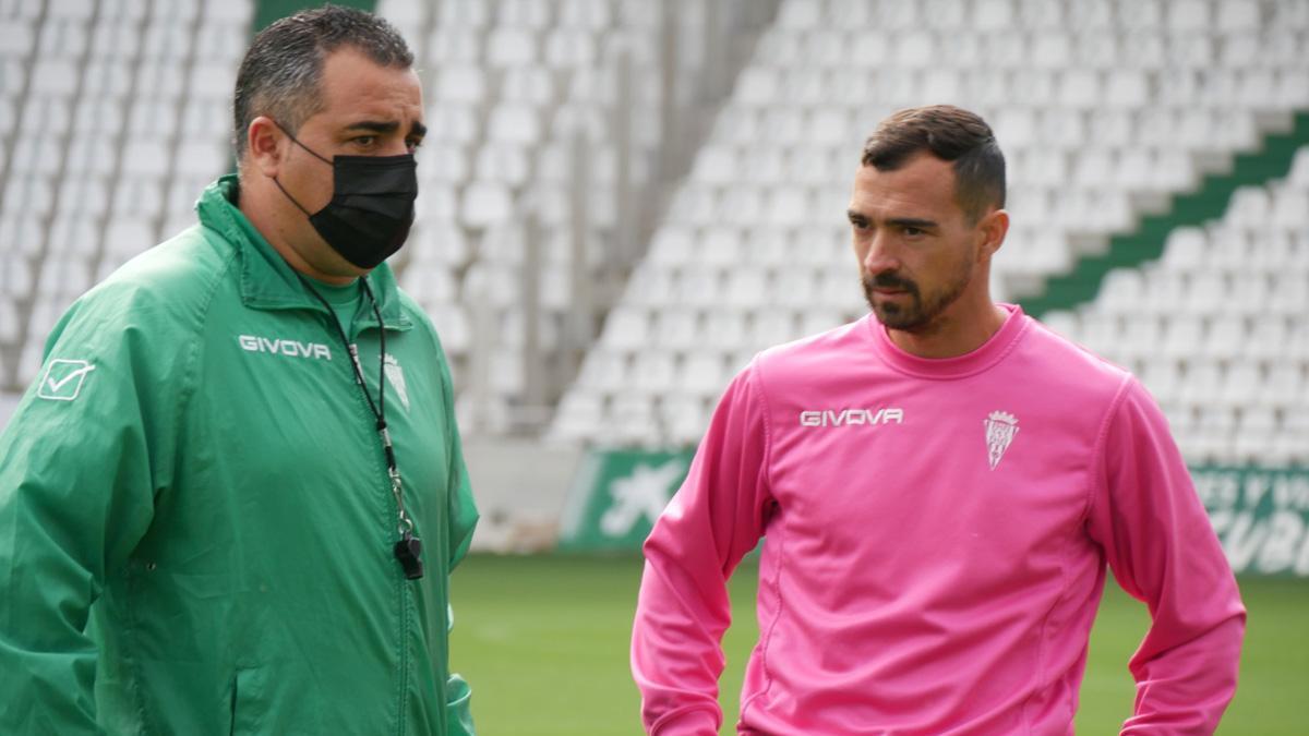 Germán Crespo, junto a De las Cuevas en su primer entrenamiento.
