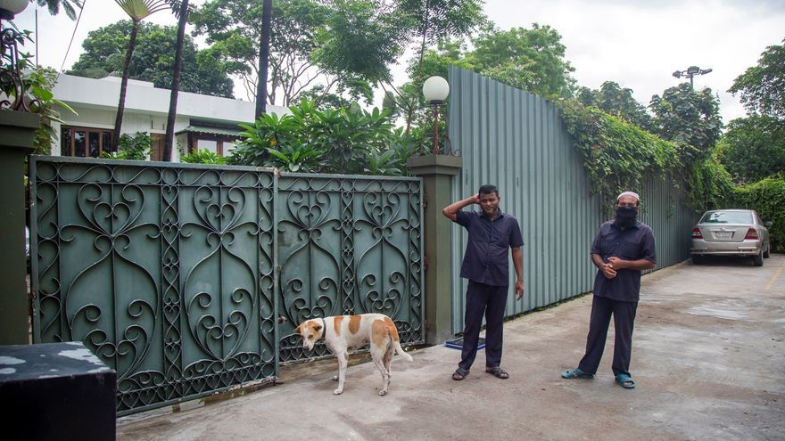 Tras meses de ataques aislados a activistas, minorías religiosas e intelectuales extranjeros, Bangladesh vivió el 1 de julio de 2016 su peor pesadilla. Ese día, seis yihadistas entraron en un restaurante de éxito en la zona diplomática de Dacca y mataron a 20 civiles, en su mayoría extranjeros, y dos policías.