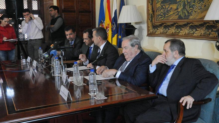 Paulino Rivero, Antonio Castro, y el Diputado del Común, Jerónimo Saavedra, entre otros.