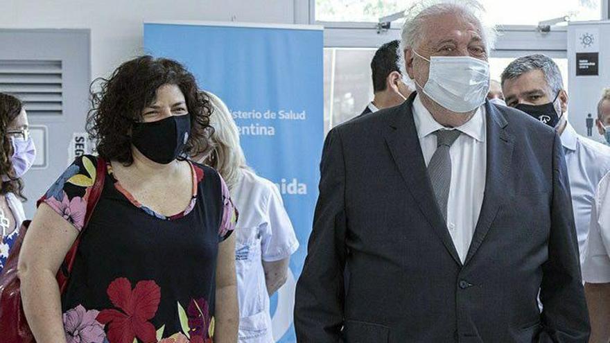 Carla Vizzotti y Ginés González García, en una visita al hospital Posadas, el 19 de enero de 2021.