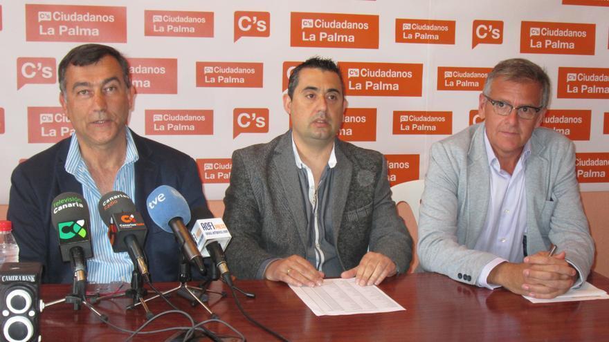 Juan Arturo Sangil, Saniel Denuc y Enrique Ortega, este martes. Foto: LUZ RODRÍGUEZ.