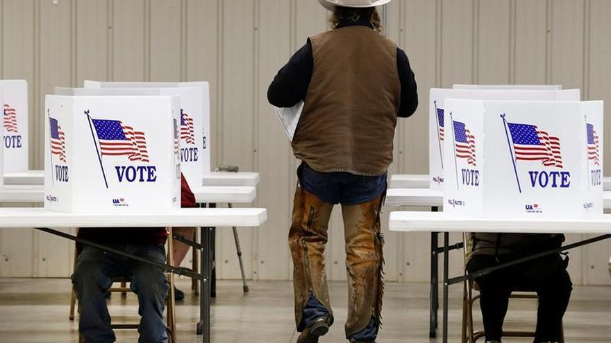 Los partidarios de Trump buscan bloquear judicialmente el recuento de votos en tres estados