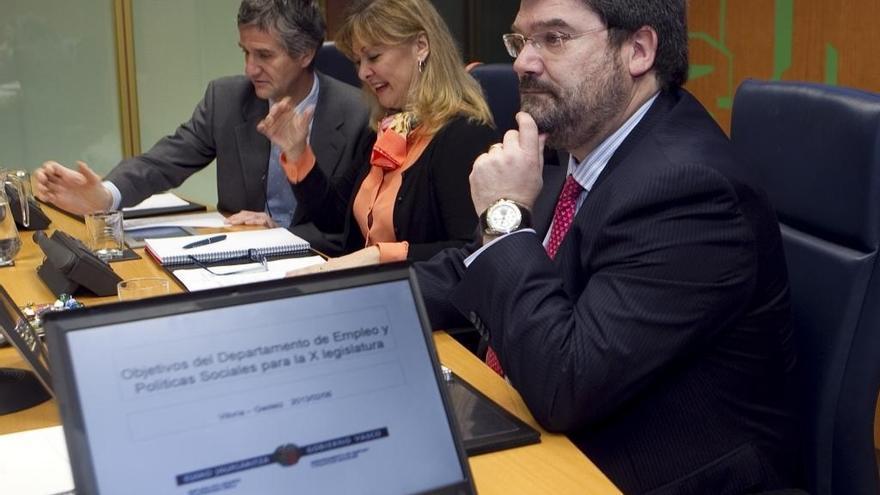 """Gobierno vasco cree que su """"única salida"""" en la actual situación es un pacto de estabilidad con PSE-EE y PP"""