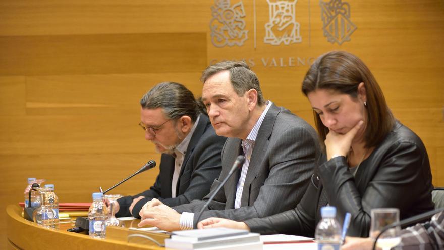 El exdirector general de Transportes de la Generalitat, Vicente Dómine, en el centro