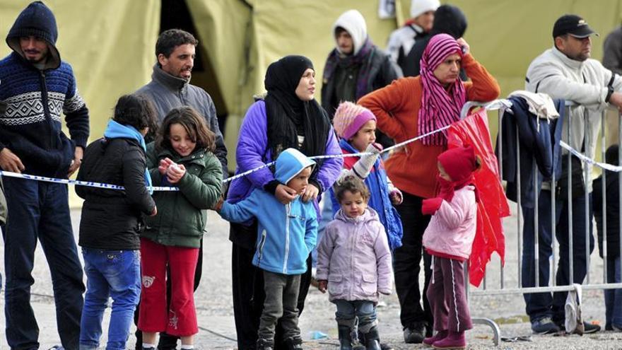 Refugiados esperan en un centro en Sredisce ob Dravi (Eslovenia)