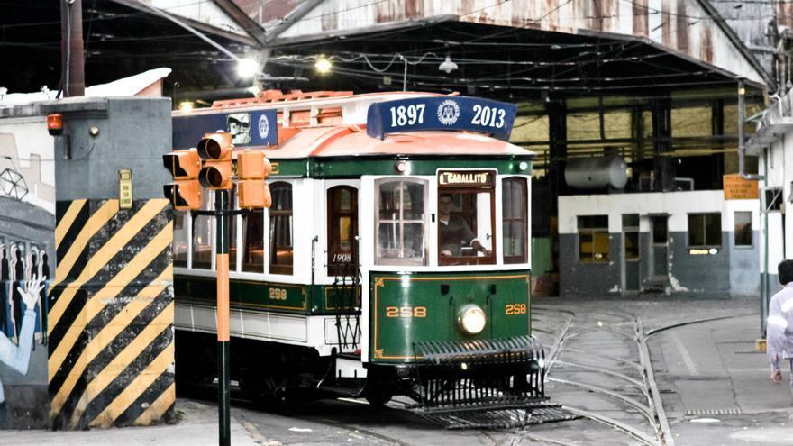 Coche de principios del siglo XX del tranvía histórico de Caballito, en Buenos Aires. VIAJAR AHORA