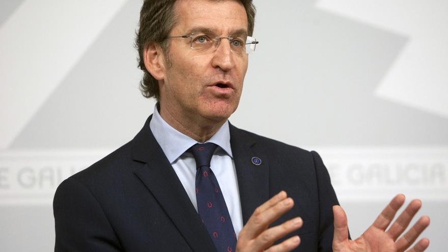 """Feijóo anima a ciudadanos y empresarios a usar el gallego y asegura que la Xunta está """"ocupada"""" en """"disminuir su caída"""""""