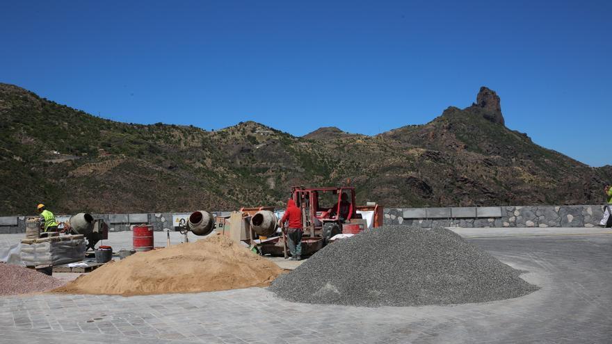 Parte superior del aparcamiento de tres plantas que se está construyendo en Tejeda. (Alejandro Ramos).