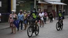 Mujeres, los lunes y hombres, los martes: Perú, Panamá o Bogotá prueban a dividir por sexos la salida del confinamiento