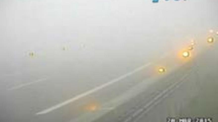 Imagen de una cámara de la DGT durante un corte de tráfico por niebla en la A-8