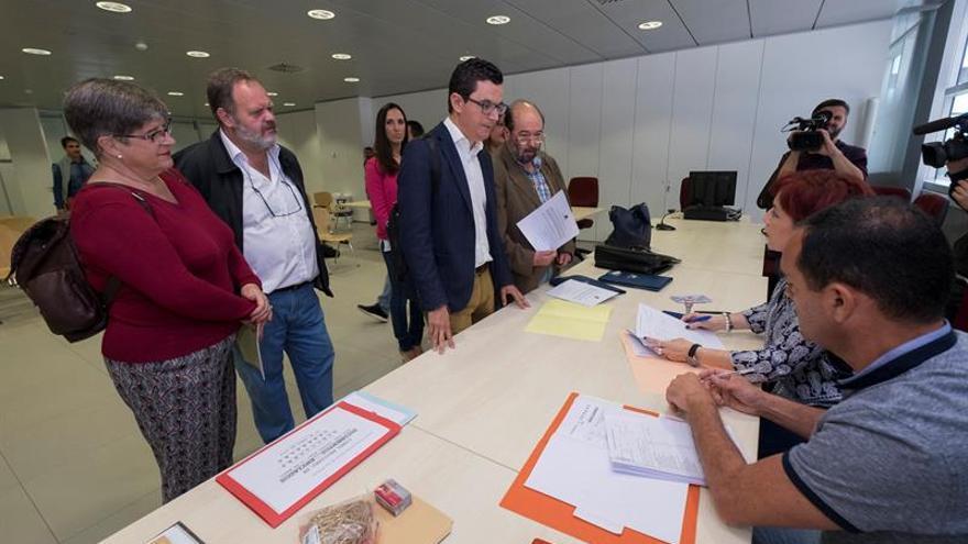 Coalición Canaria registró en la Junta Electoral de Las Palmas sus candidaturas por esta provincia, con la presencia del número 1 de la lista al Congreso, Pablo Rodríguez (2d). EFE/Ángel Medina G. Crédito: EFE.