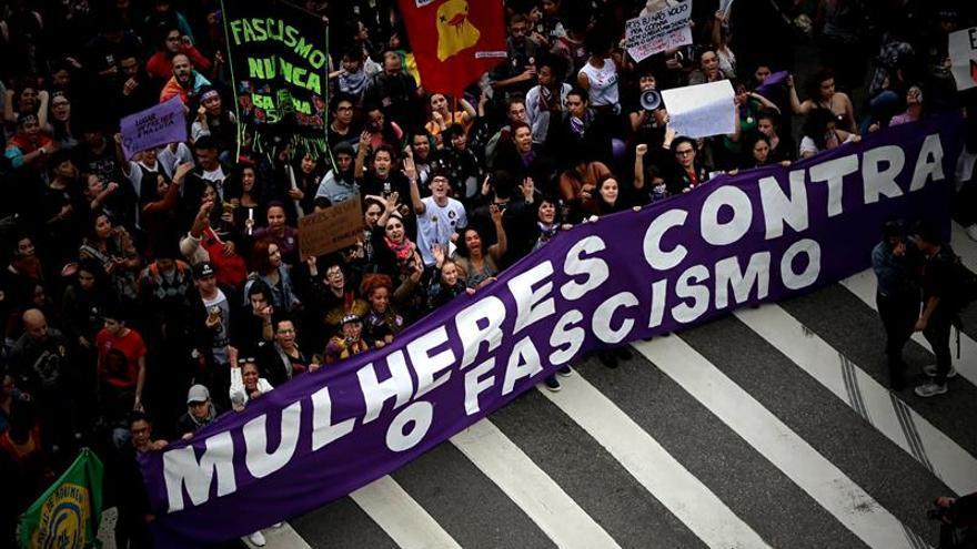 Las mujeres vuelven a protestar contra Bolsonaro en vísperas de las elecciones