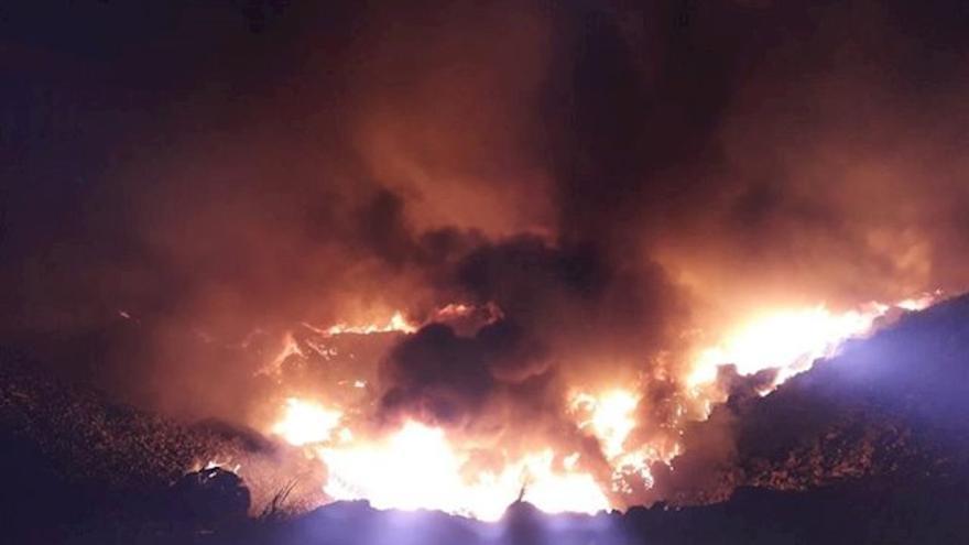 Incendio en el vertedero de Zalla