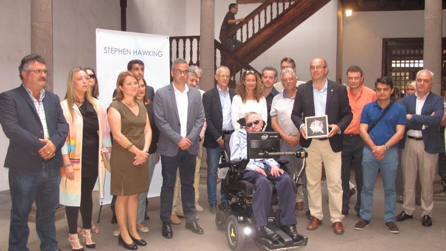 Foto de familia de la visita de Stephen Hawking a La Palma.