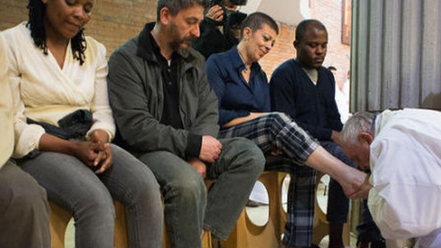 Francisco lavó los pies a varios presos el pasado Jueves Santo