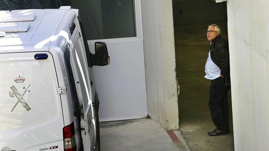 El extesorero de CDC, Andreu Viloca, en la comandancia de la Guardia Civil