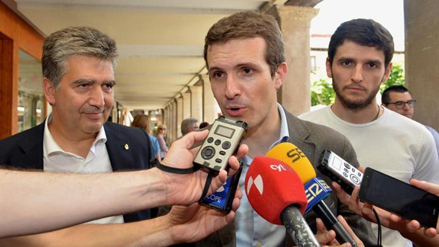 Pablo Casado (PP) aspira a ver juntos en un mitin a Rajoy y Aznar