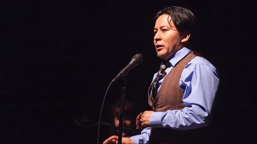 El guatemalteco Néstor Gómez ayuda a inmigrantes de EE.UU. a contar sus historias