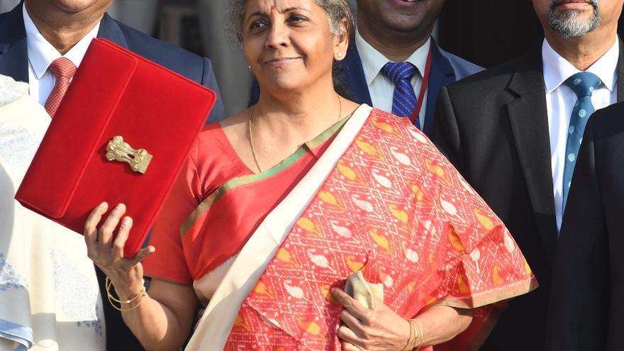 La India anuncia garantías al crédito para sanidad y turismo por la covid-19